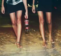zwischen Kneipe und Disco unterwegs, Alcohol von Jasmin Lais  www.jugendfotos.de